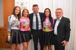 Maurizio Mangialardi con le maglie del GIC