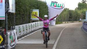 Sara Casasola trionfa in Puglia con la maglia rosa