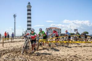 Affrontare la sabbia: a ciascuno la sua tecnica (foto Billiani)